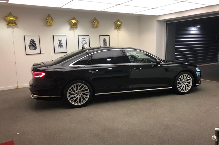 Audi A8L New Style with Fridge (Black)
